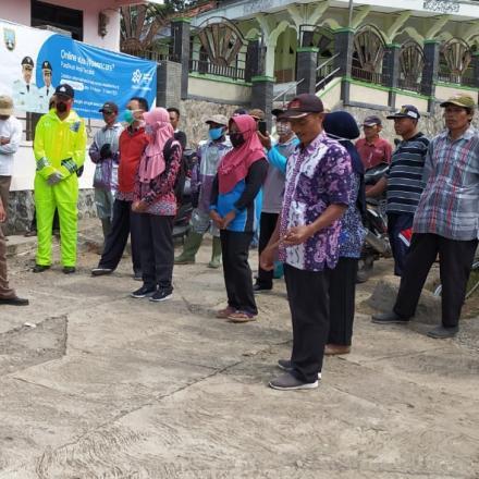Bersama Bhabinkamtibmas dan Babinsa, PEMDES dan Lembaga Desa Bergerak Menghadapi COVID - 19